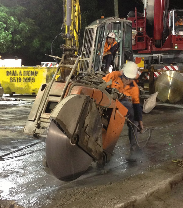Vertical Concrete Saw Cutting Equipment : Reinforced concrete cutting sydney hand sawing road